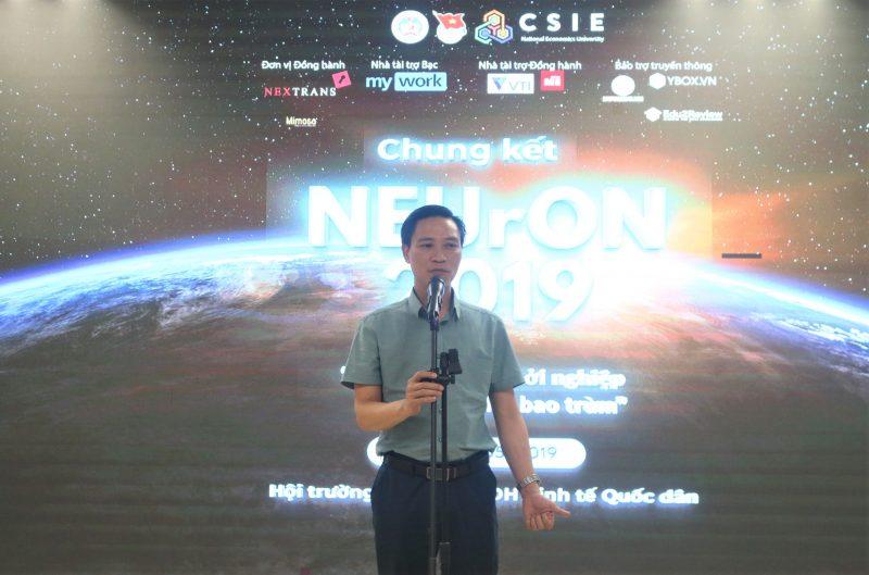 Ông Bùi Tiến Dũng, Phó Vụ trượng Vụ Giáo dục Chính trị và Công tác học sinh sinh viên, bộ GD&ĐT phát biểu tại đêm thi.