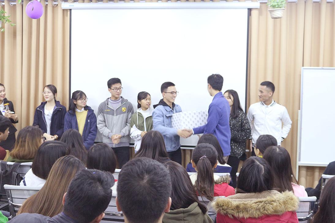 Một nhóm may mắn đã giành được giải thưởng trong buổi Hội thảo.