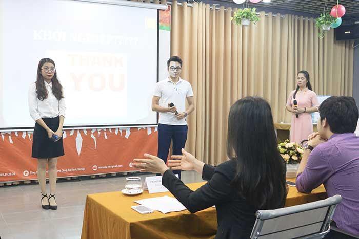 Sau mỗi phần thi các bạn học viên luôn nhận được những đóng góp và chia sẻ tận tình của Ban giám khảo
