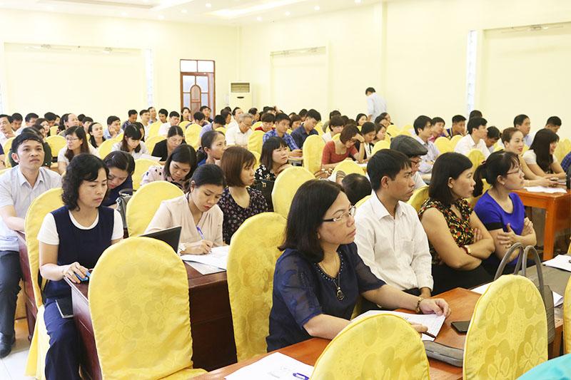 Toàn cảnh buổi tập huấn kiến thức khởi nghiệp cho cán bộ quản lí và giáo viên khối THPT tỉnh Hưng Yên